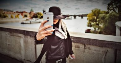 Girl mit Smartphone iPhone