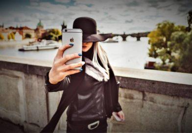 Girl mit Smartphone iPhone